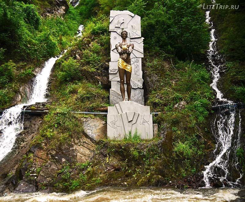 Грузия. Парк Боржоми - скульптура Прометея.
