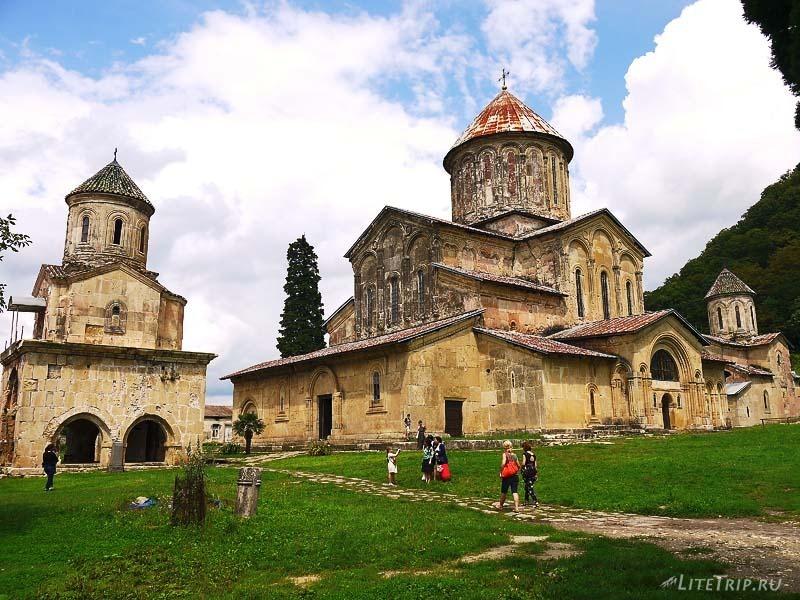 Грузия. Монастырь Гелати - общий вид.