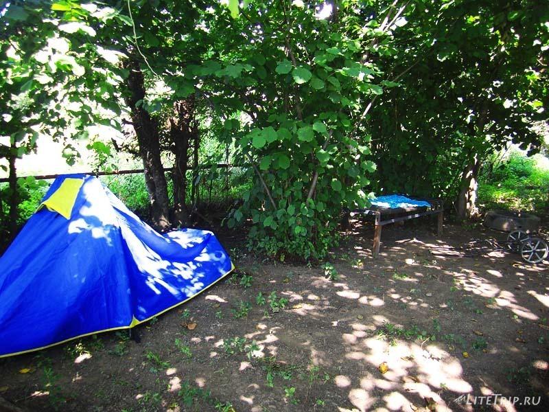 Грузия. Палатка в частном дворе где-то в Кварели.