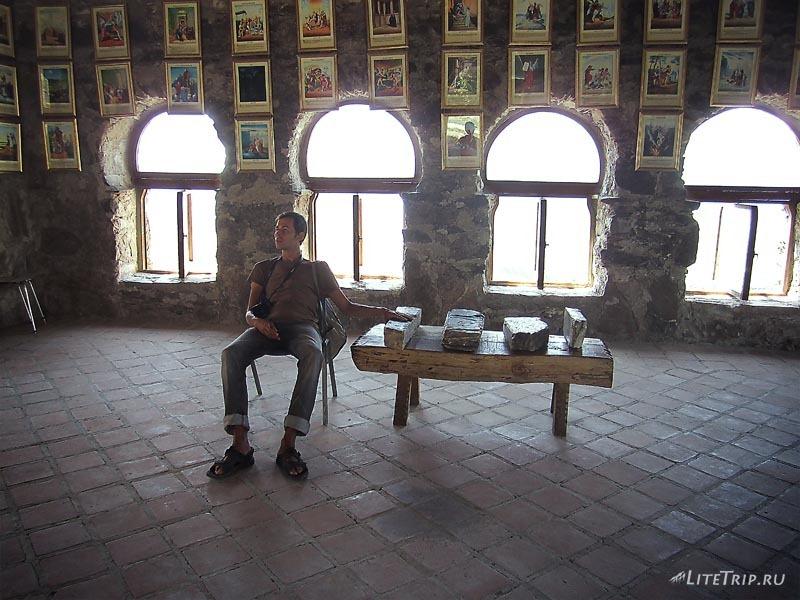 Грузия. Комната с миниатюрами из Библии.