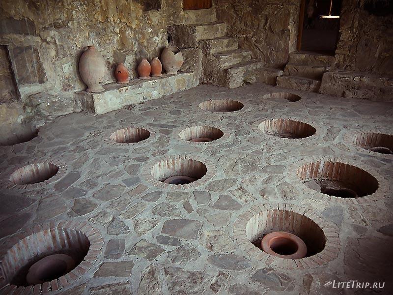 Грузия. Вино-хранилище монастыря Некреси.