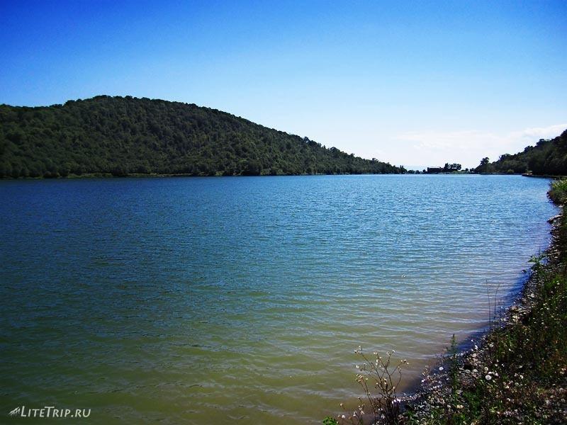 Грузия. Озеро Кварели.