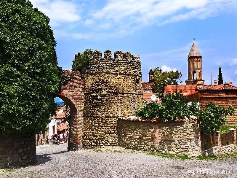 Грузия. Сторожевые башни стены крепости Сигнахи.