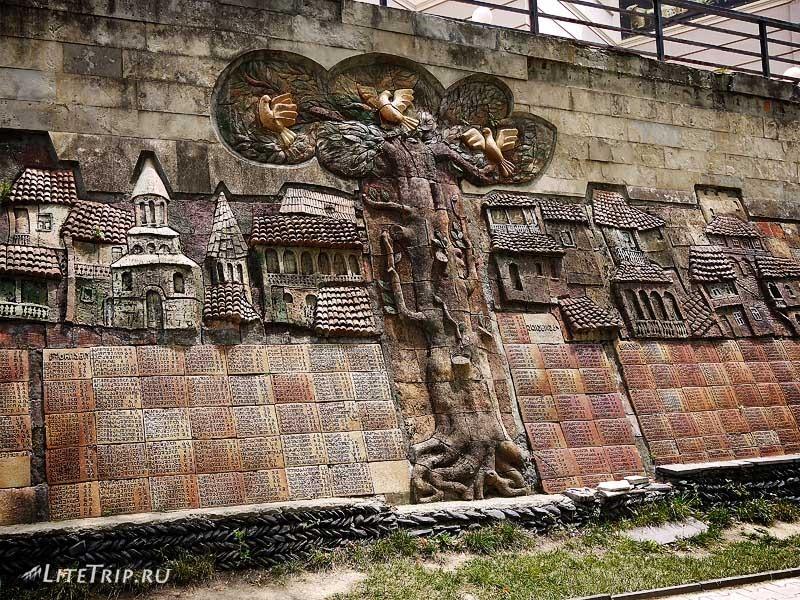 Грузия. Фрески на стенах в городе Сигнахи.