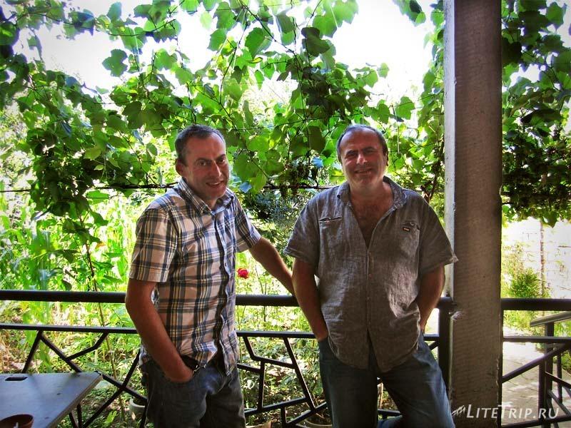 Грузия. Два гостеприимных грузина - Николоз и его брат.