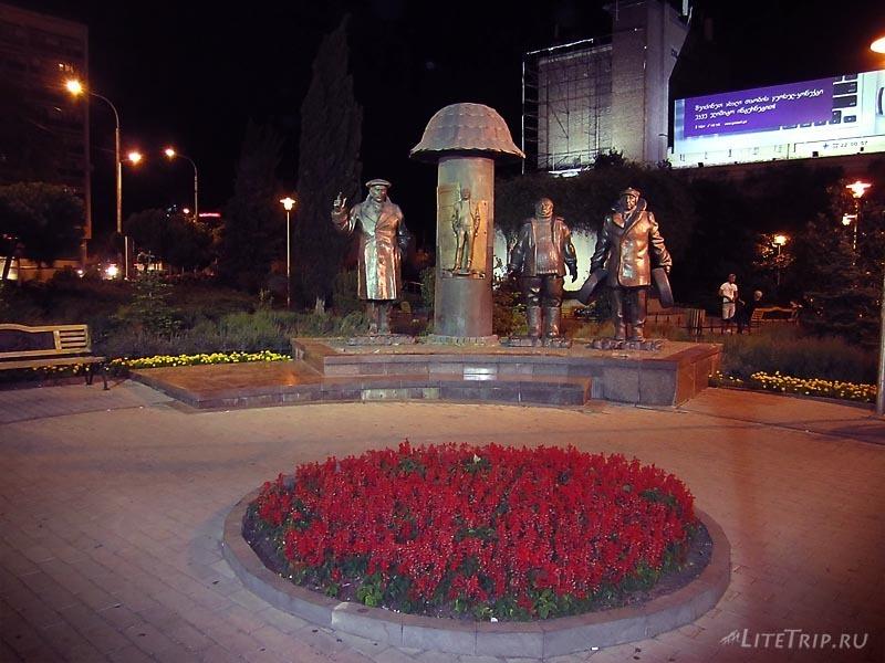"""Грузия. Памятник героям фильма """"Мимино"""" в Тбилиси."""