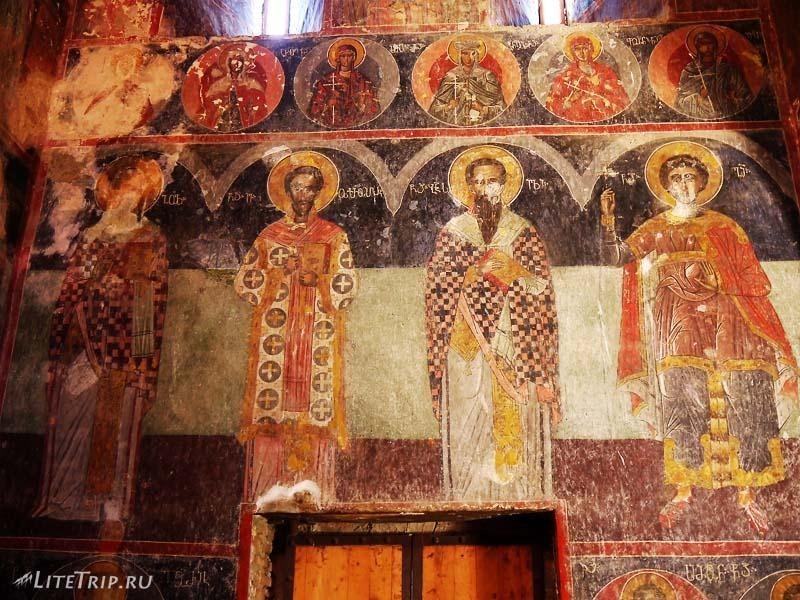 Грузия. Монастырь Греми с фресками.