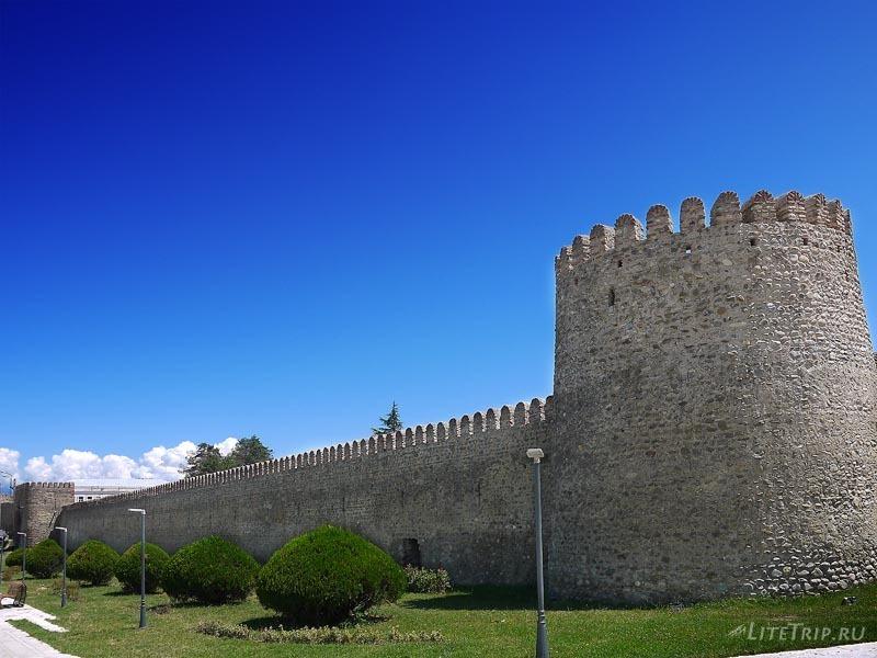 "Грузия. ""Крепость Господина"" в Телави - стена."