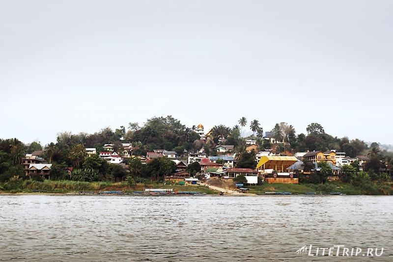 Переход границы Тайланд - Лаос. Берег Лаоса.