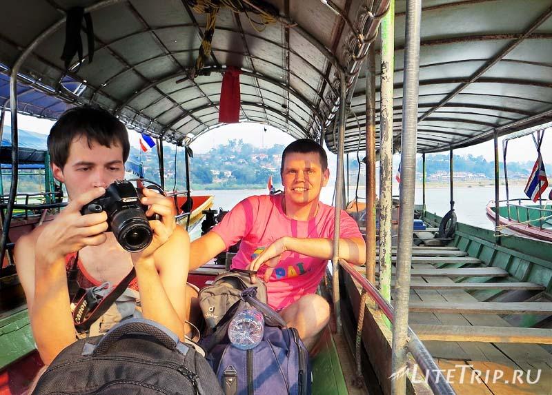 Переход границы Тайланд - Лаос. В лодке.