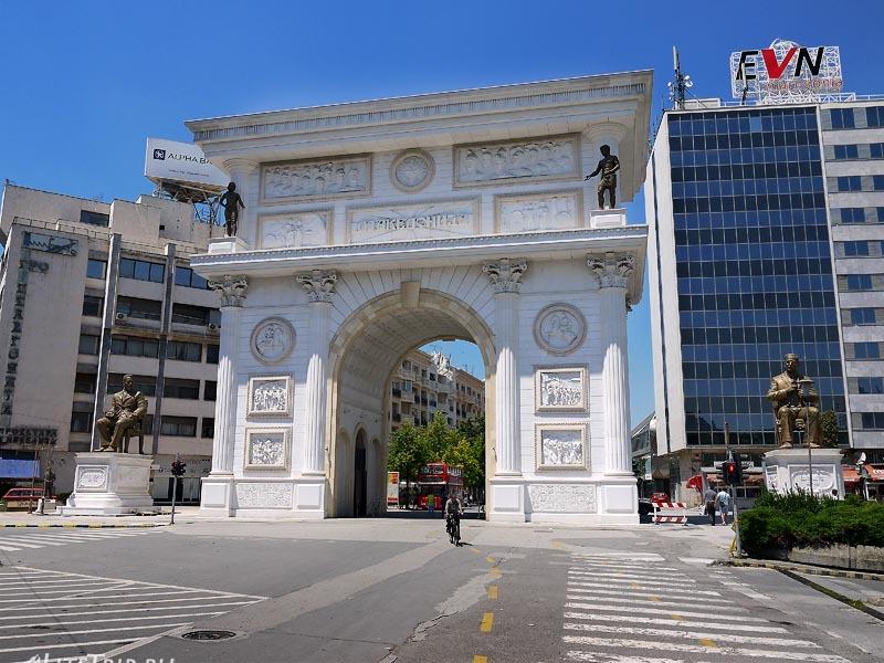 Македония. Ворота в Скопье, где нас высадили.