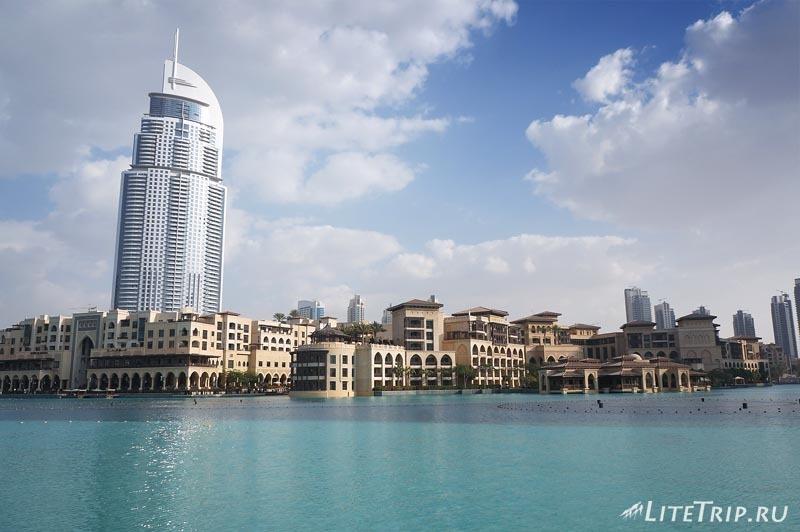 ОАЭ. Дубай. Бассейн рядом с Бурдж Халифа.