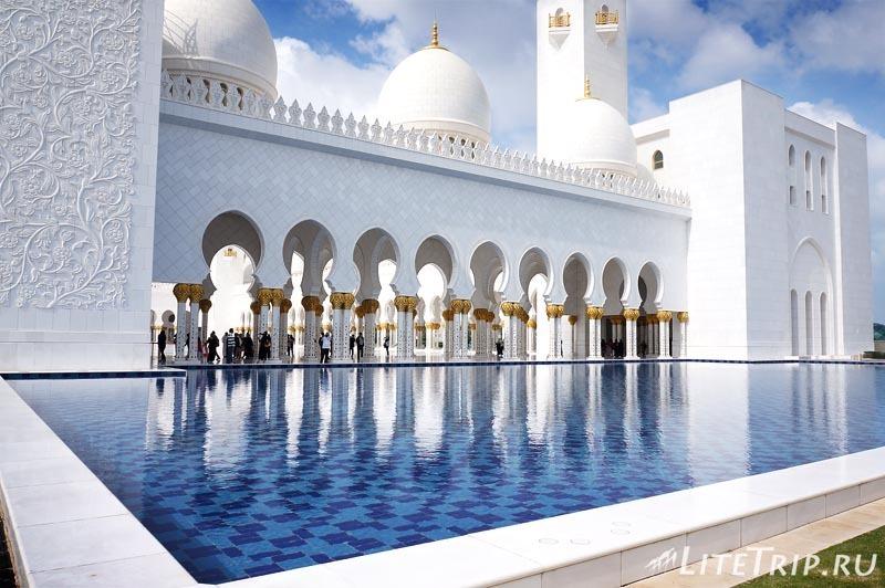 ОАЭ. Абу Даби - большая мечеть шейха Заеда - бассейн.