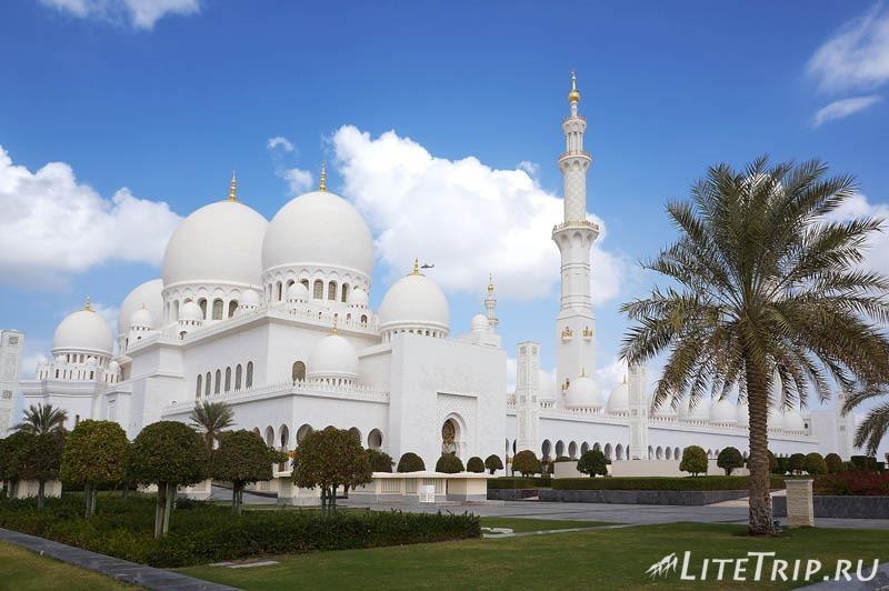 ОАЭ. Абу Даби - большая мечеть шейха Заеда - вид.