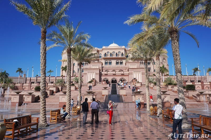 ОАЭ. Абу Даби - отель Emirates Palace.