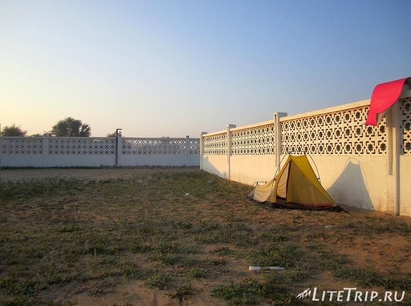 ОАЭ. Палатка в Ум Аль Кувейн.