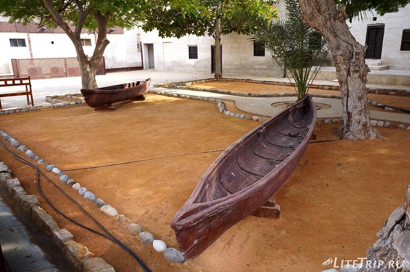ОАЭ. Музей-форт Рас аль Хайма - лодки.