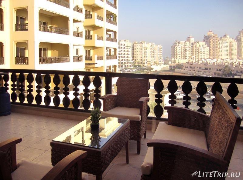ОАЭ. Рас аль Хайма - балкон в апартаментах района Марина.