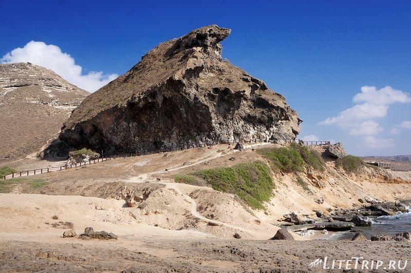 Оман. Магшал - навесная скала.
