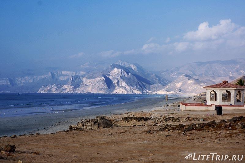Оман. Пляж Магшал - общий вид.