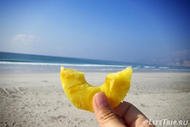 Оман. Пляж Магшал - завтрак.