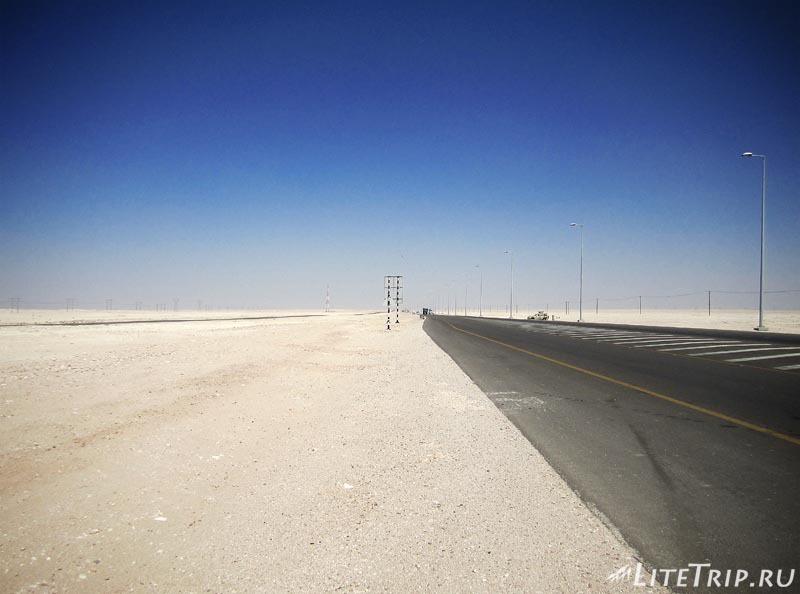 Оман. Дорога в пустыне.