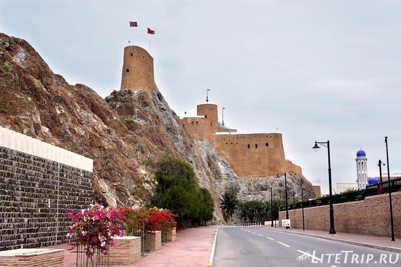 Оман. Старый Маскат - форт Джалали.