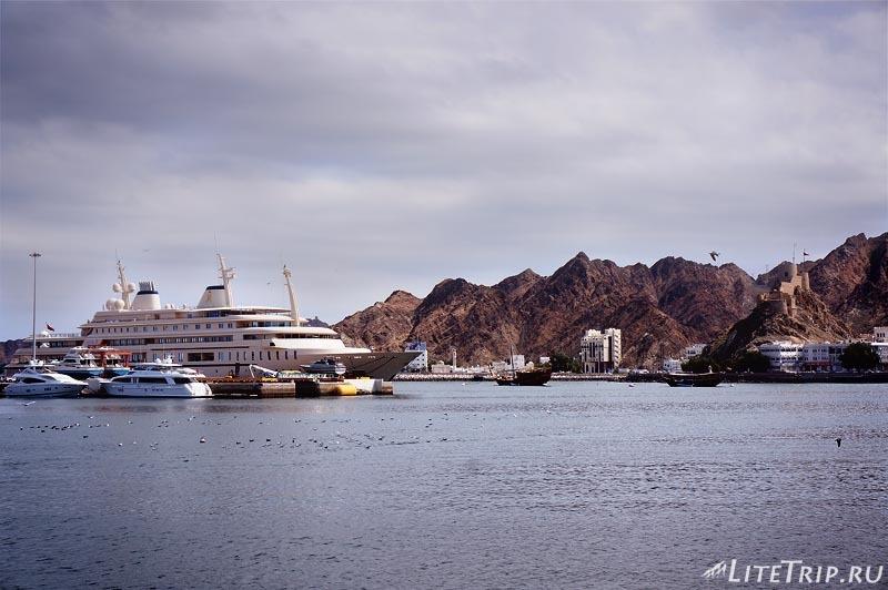 Оман. Старый Маскат - корабли.