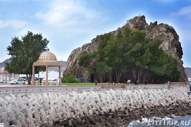 Оман. Старый Маскат - прогулка по набережной.