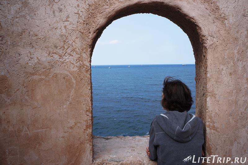 Оман. Старый Маскат - вид с башни на море.