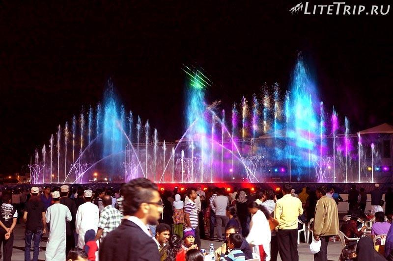 Оман. Фестиваль в Маскате - музыкальный фонтан..