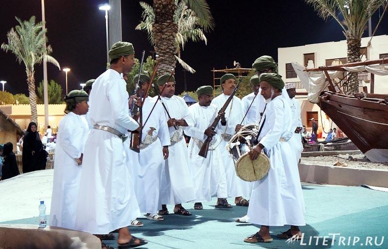 Оман. Фестиваль в Маскате - национальные песни.