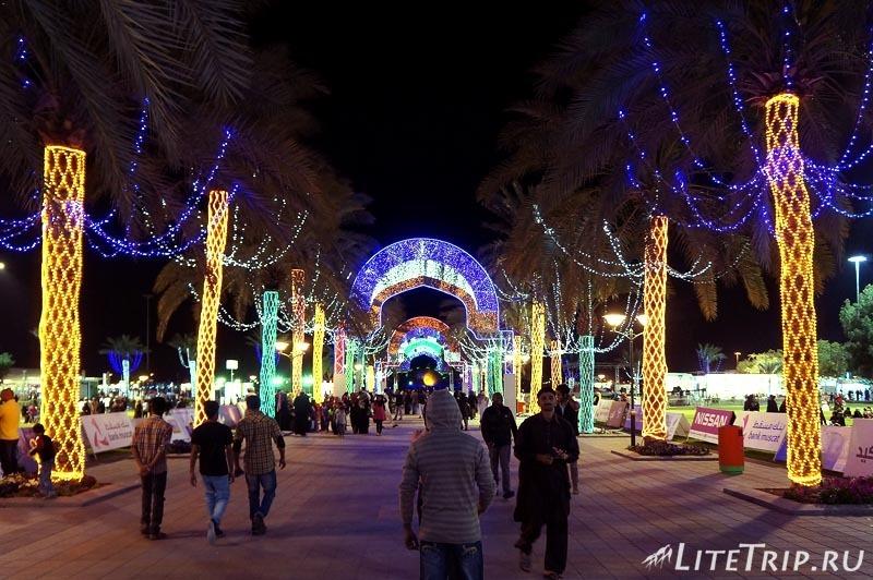 Оман. Фестиваль в Маскате - огни.