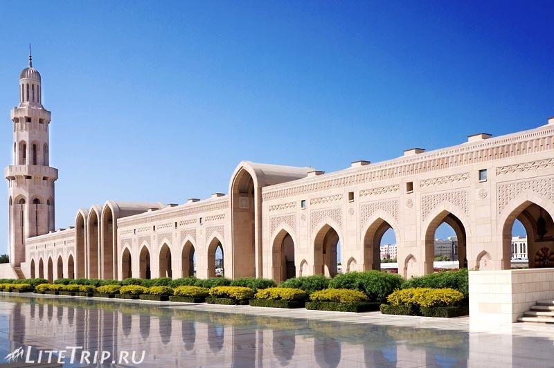 Оман. Главная мечеть султана Кабуса - снаружи.