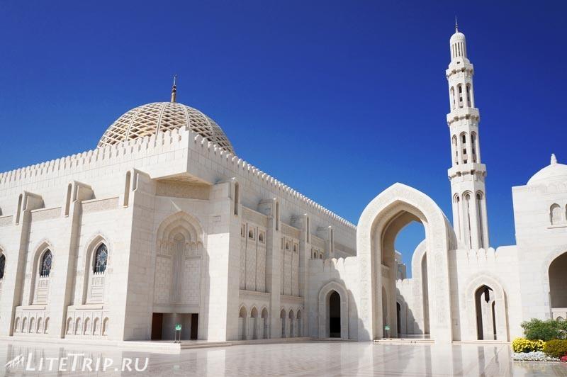 Оман. Главная мечеть султана Кабуса - вход.