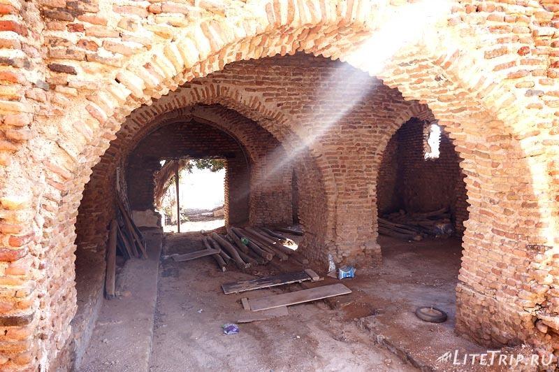 Оман. Форт Сохар - подземка.