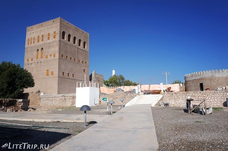 Оман. Форт Сохар - реставрация.