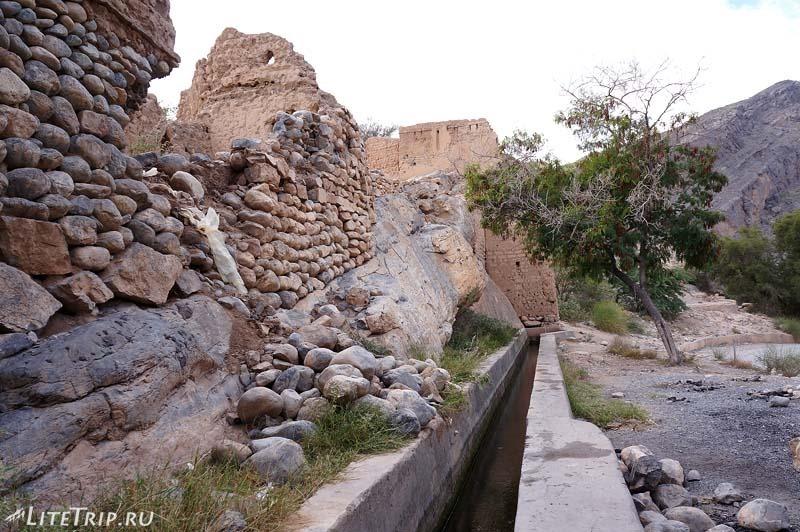 Оман - акведук старого города.
