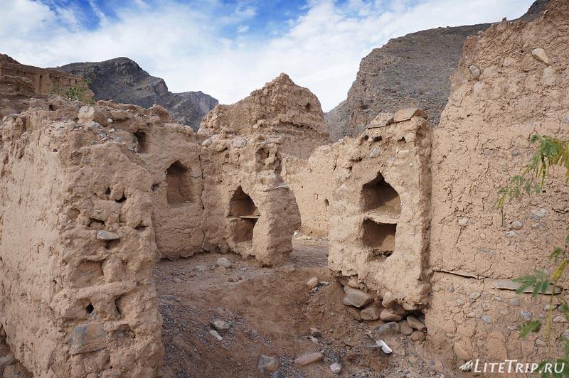 Оман - стены домов старого города.