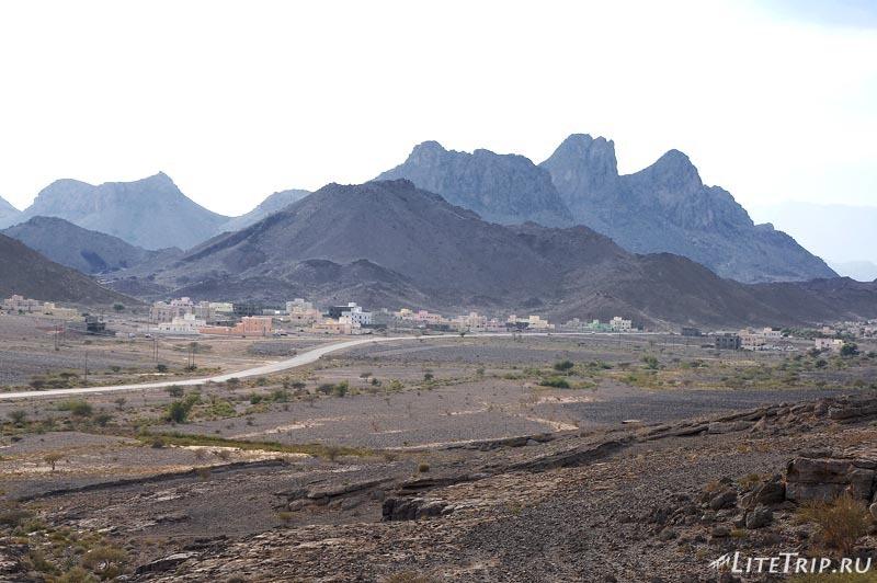 Оман - вид на горы около пещеры Аль Хута.