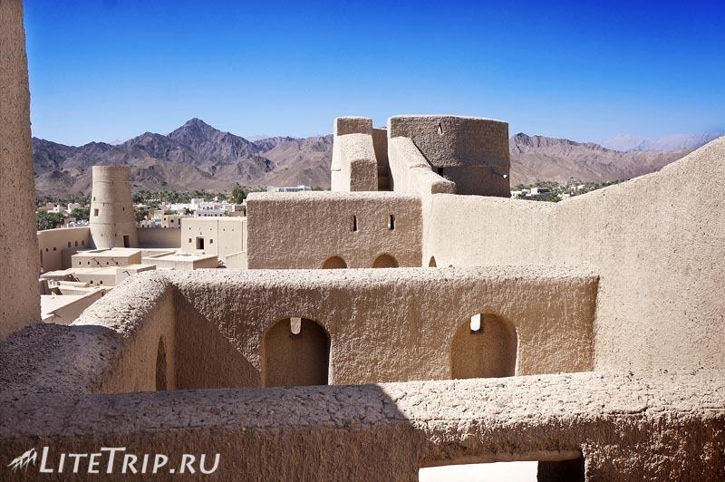 Оман. Бахла - стены форта.