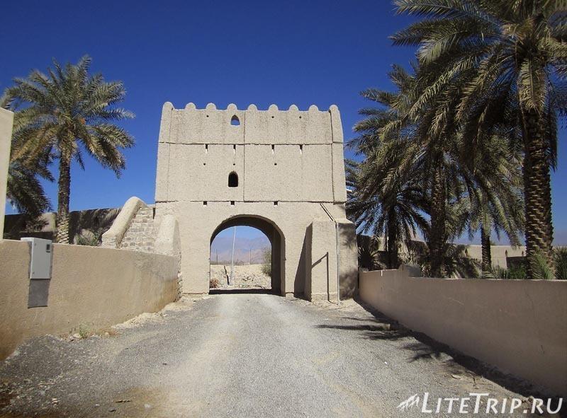 Оман. Бахла - старые городские стены.