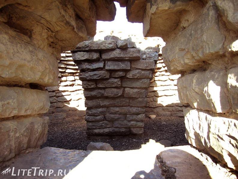 Оман. Бат - древние томбы внутри.