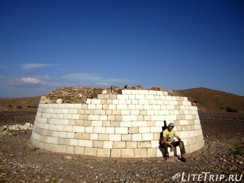 Оман. Бат - древние могильные захоронения (томбы).