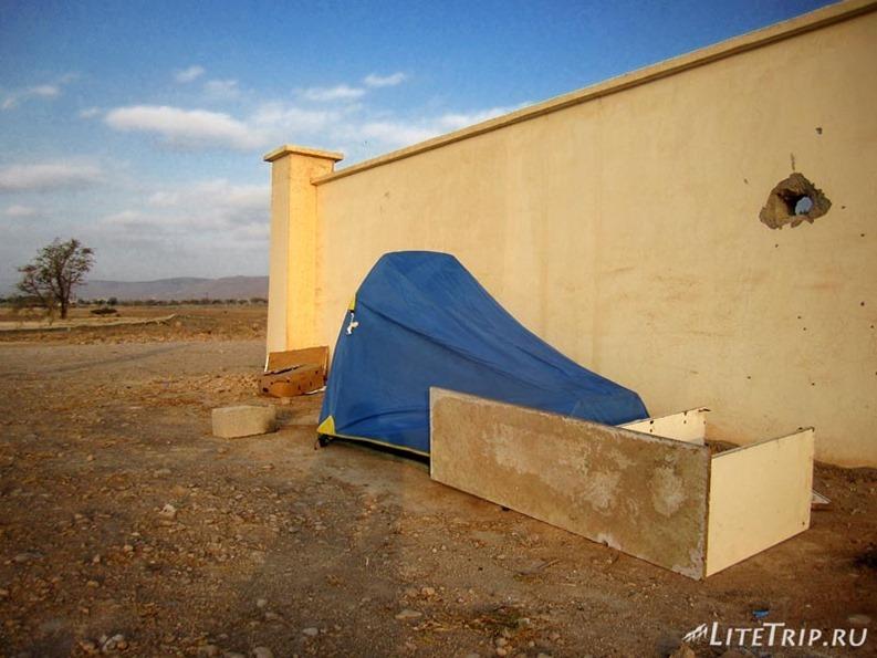 Оман. Горы Салалы - палатка.