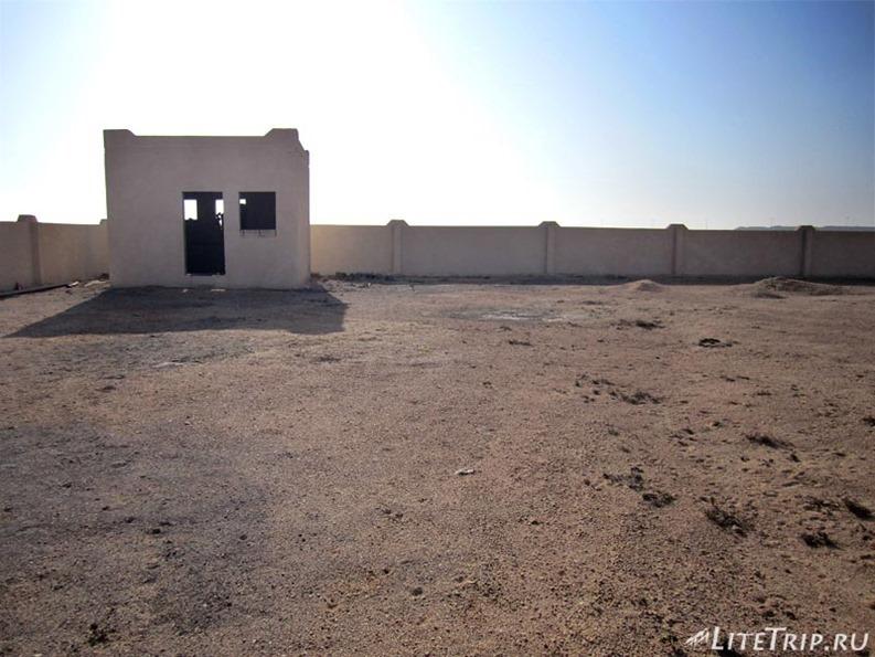 Оман. Дорога в Салалу - недостроенный дом.