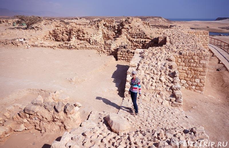 Оман. Салала. Древний город Сумхуран - развалины.