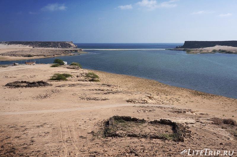 Оман. Салала. Древний город Сумхуран - залив.