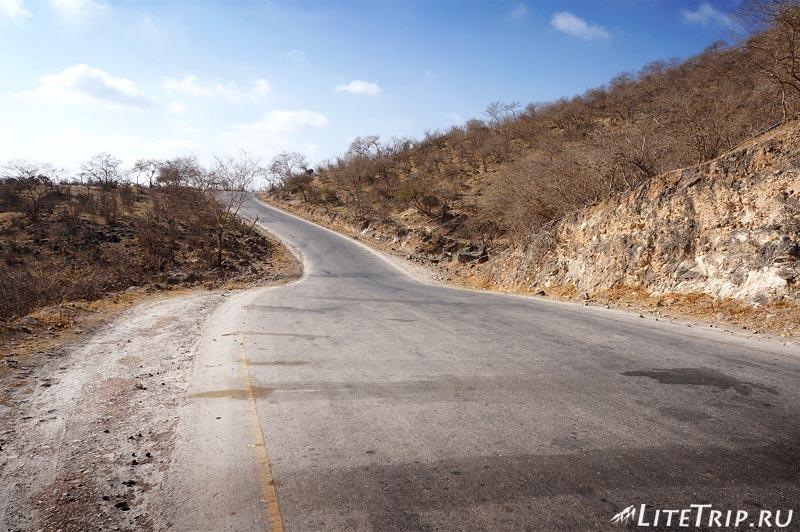 Оман. Салала. Вади Дарбат - дорога в гору.