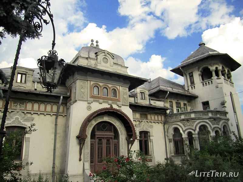 Румыния. Архитектура в городе Плоешти.